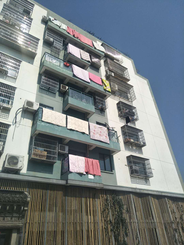 尊宇名座49平5楼135万绣湖中学学区房
