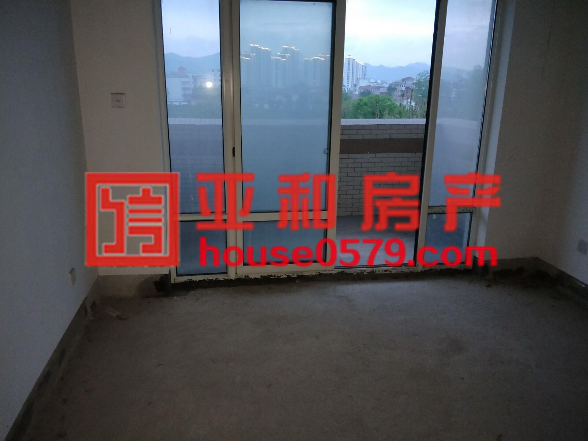 【佛堂朝阳湖畔】119.5平精品纯毛坯 产证齐全看房随时秒杀