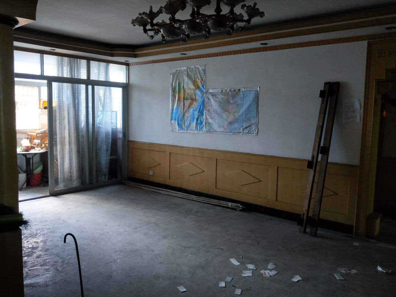 急卖香山路带储存室可做4房简装236万