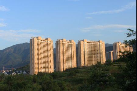 东阳紫荆公寓底层出售