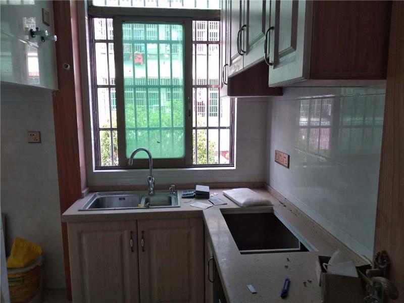宾王双XUE区,全新精装修,小区中间位置,学校就在家门口