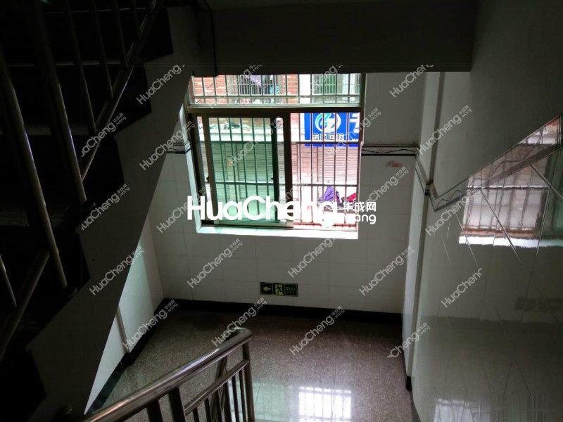 北苑三间108平边套垂直房,位置佳,诚心卖,带地下室有露台