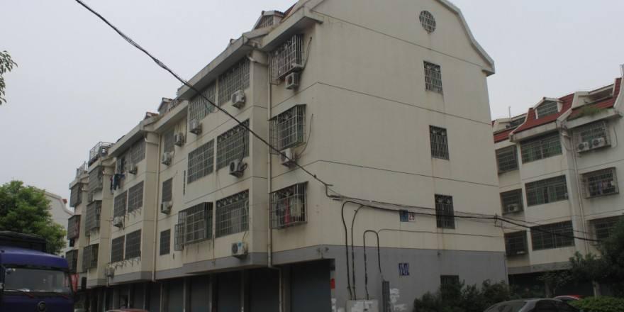 梅湖村占地3间店面垂直房 年租30万 位置好出入方便 急卖