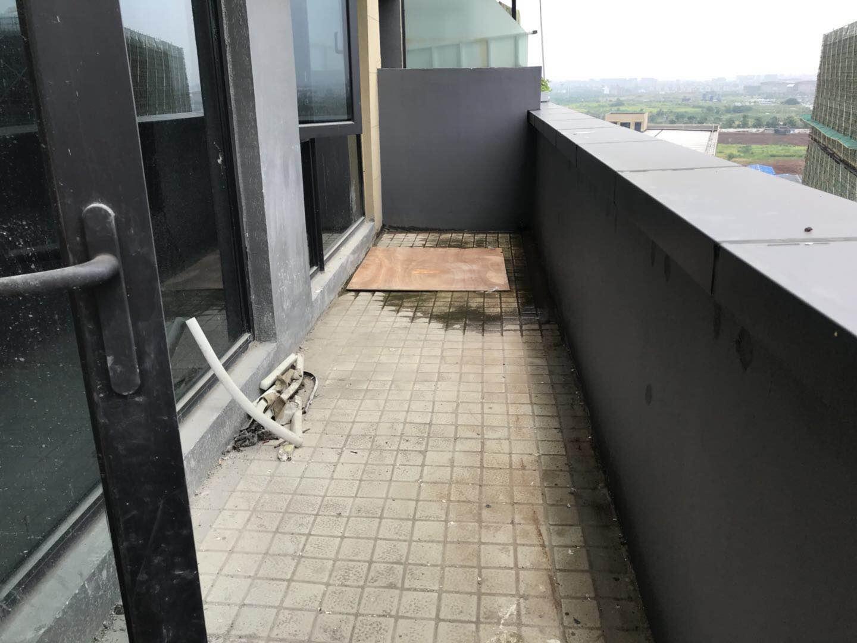 香溪裕园超级大阳台12楼105平168万
