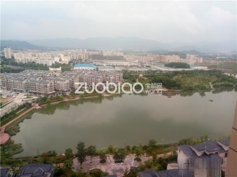 朝阳湖畔 精装25万 东边套 家具全送 送车位