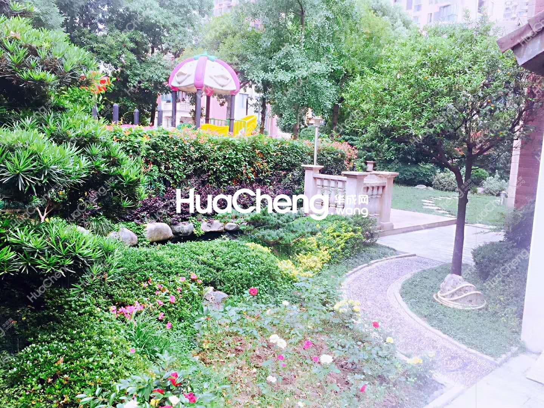 东阳海德别墅区!边套带大车库和280平花园!自住精装修