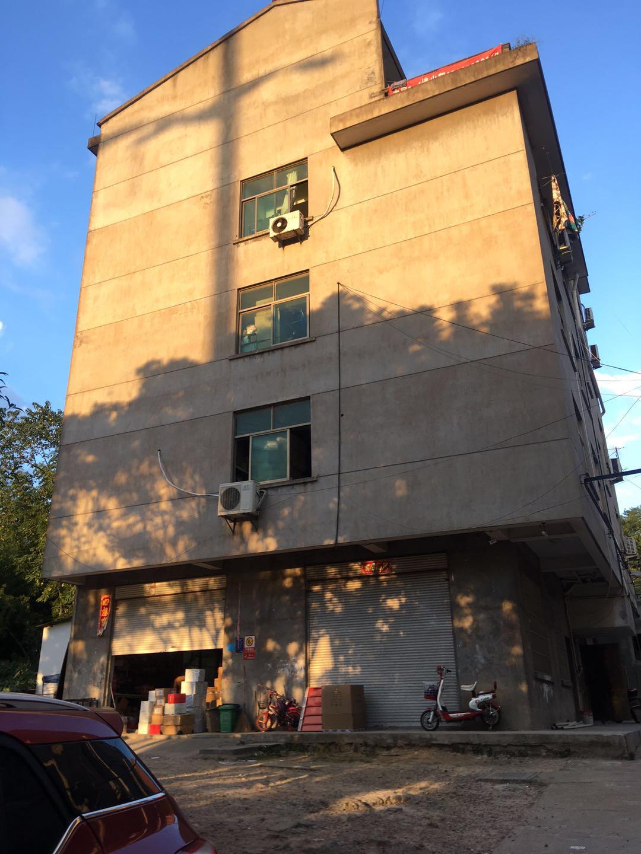 四海大道边里外两楼梯厂房加住宿出租