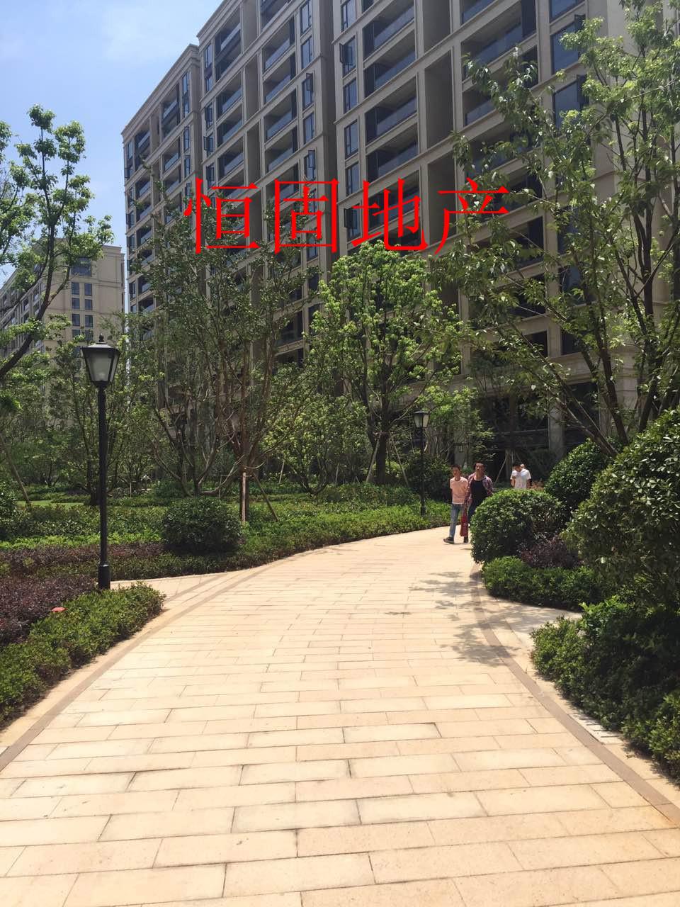 佛堂蟠龙花园70平高层景观 房115万带车位