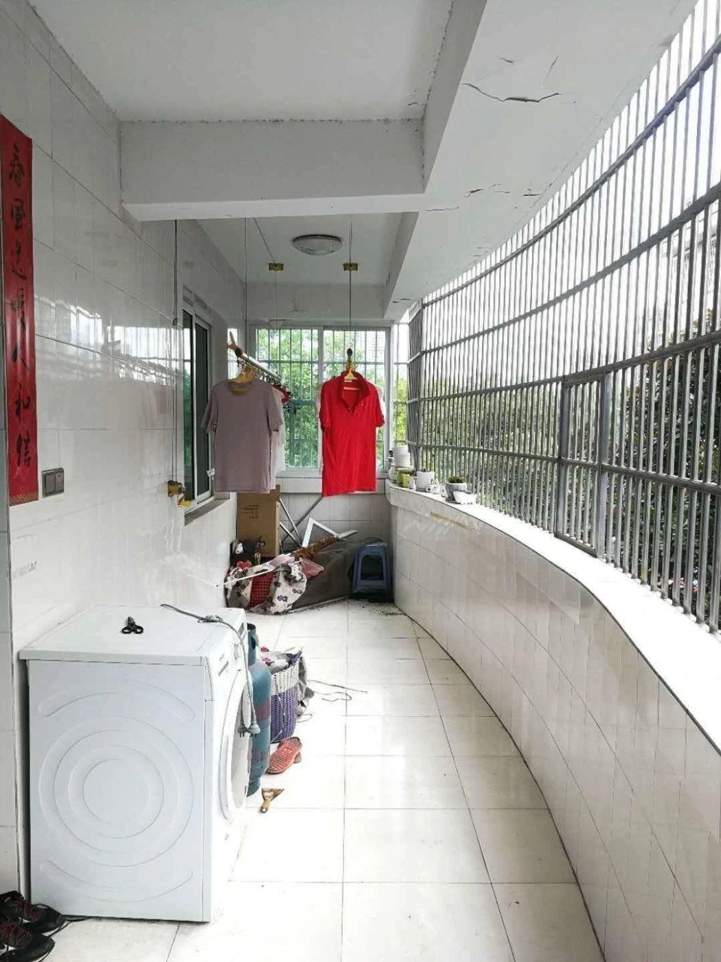 江东越阳二区实验小区全新框架房精装修三十万拎包入住送车库