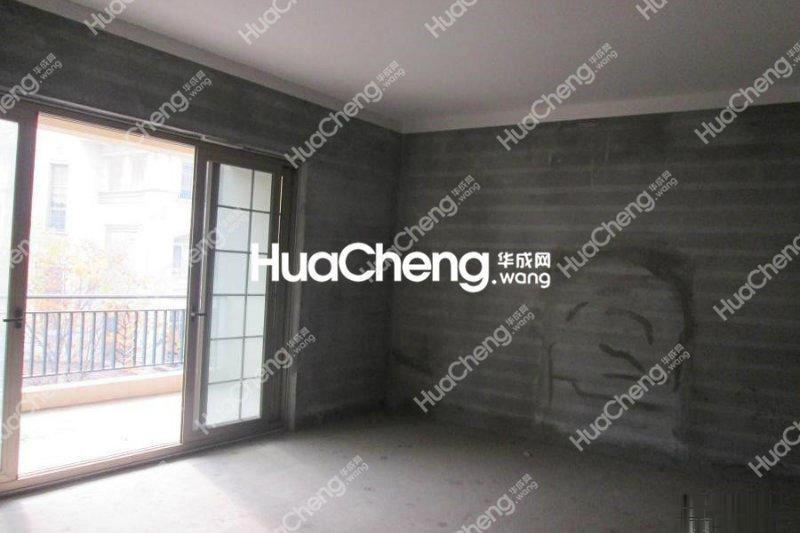 7月25日发布欧景名城排屋728平花园130平毛坯房中间位置