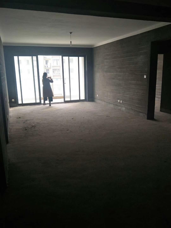 紫荆公寓,稀缺小户型,毛坯房证件齐全