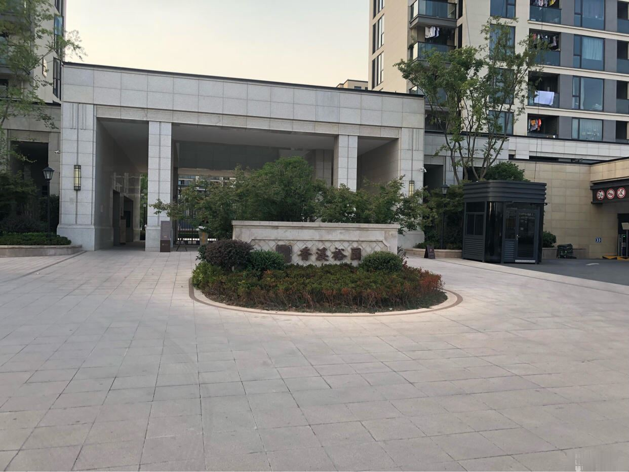 香溪裕园140平米208万附车位边套自住装修