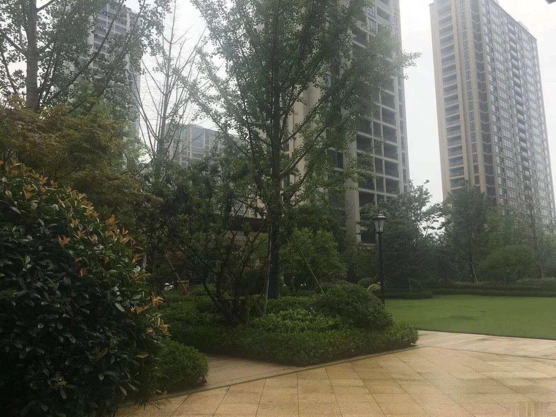 金麟花园 105平三房 133.6万