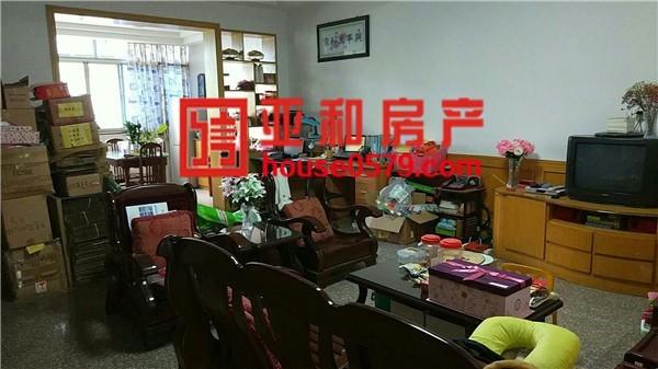 鹏城小区114平中等楼层三室一卫 诚心出售162万价格实惠