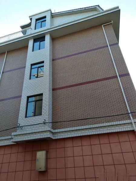 义乌全新垂直房 占地3间四层半大边套 义乌之心边上房东诚心卖