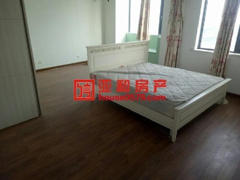 荷塘雅居 顶楼楼中楼 赠送大露台 房东很急卖单价只需1.2万