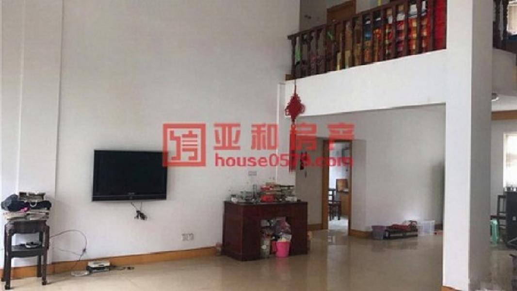 越阳小区垂直房 占地3间110平 4层半房东急卖780万
