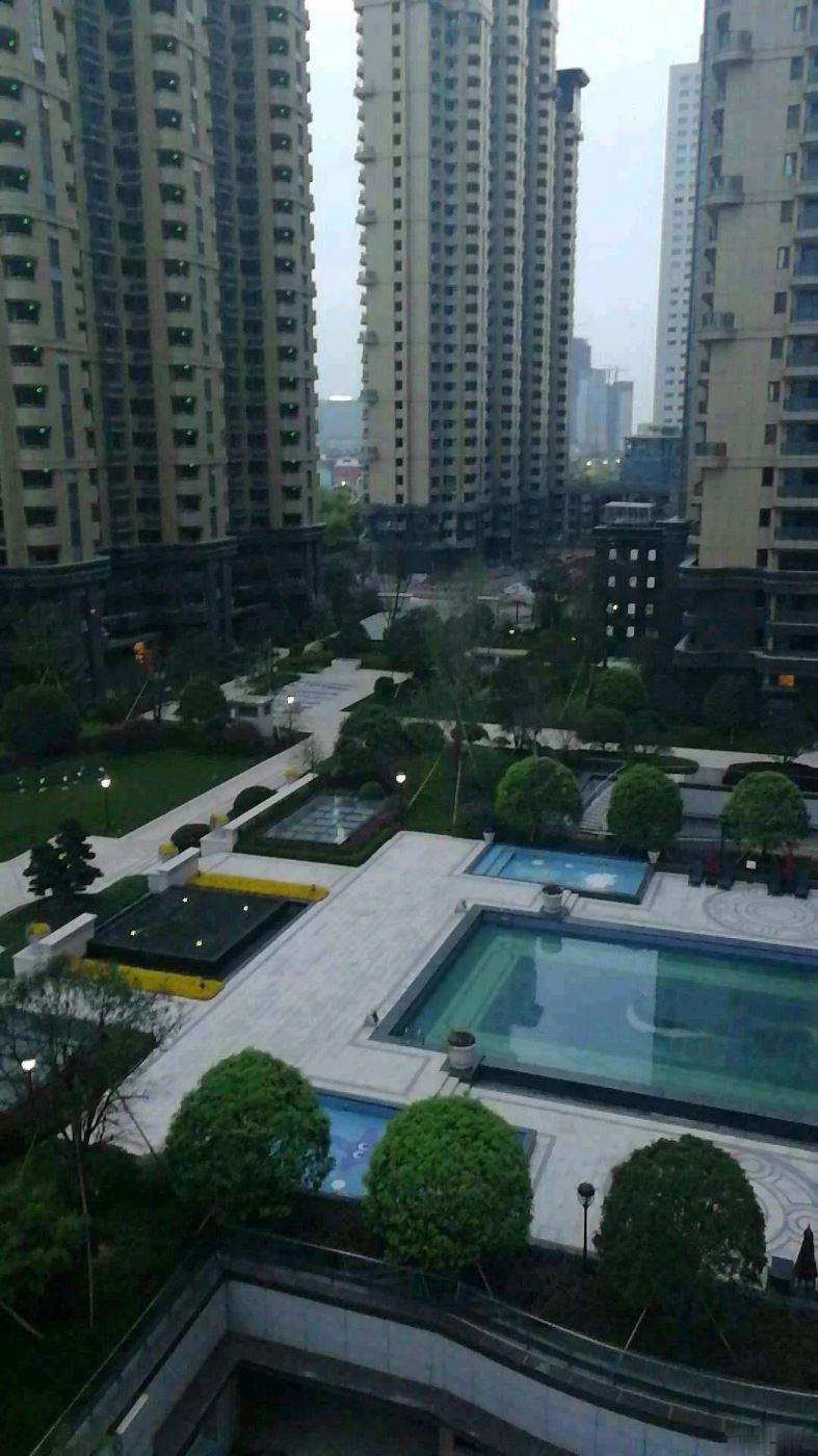 江东中央城 什么叫真正的特价房,看看这套你就会明白!急售。