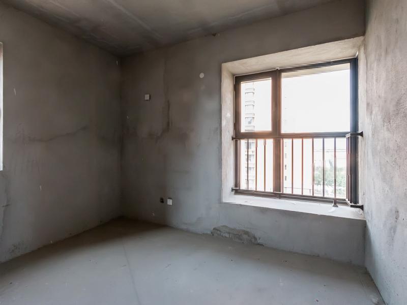 河畔家园 确权143平大三室户型 中等楼层 市场新低全新毛坯