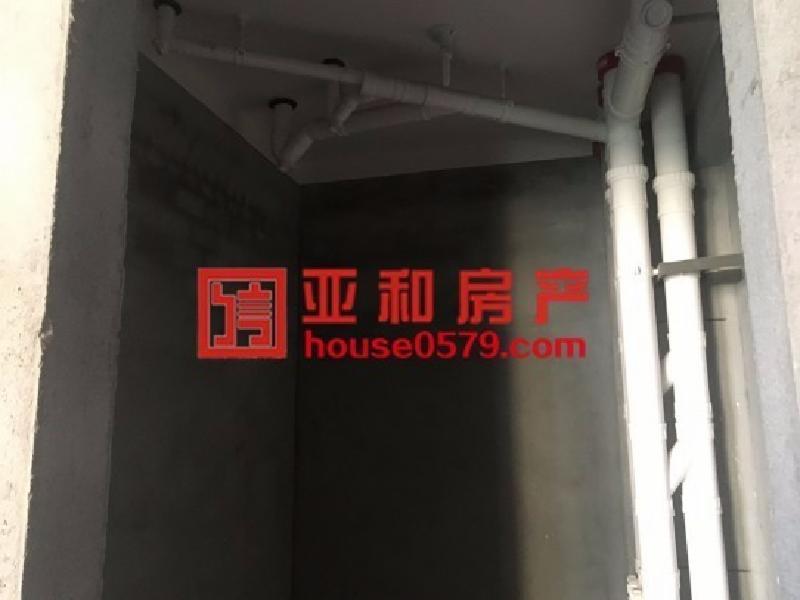 香溪裕园  2室2厅  边套 毛坯带车位 随意装修