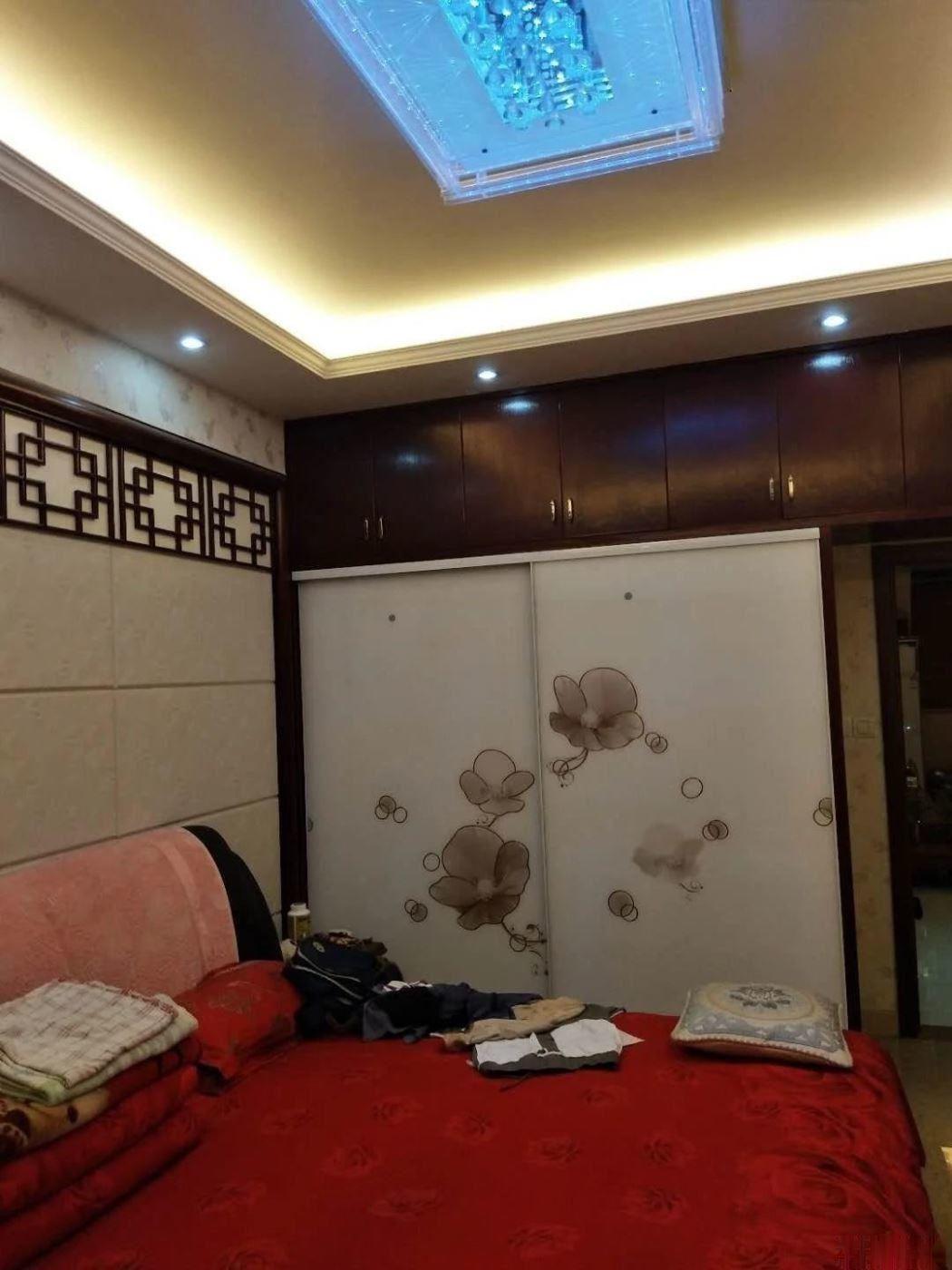 宾王繁华地段垂直楼 年租金20万 房东自住豪装