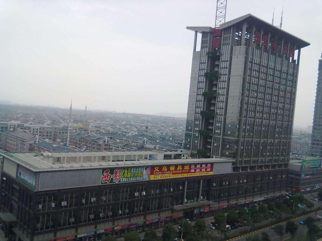 国贸大厦一楼沿街边摊店铺