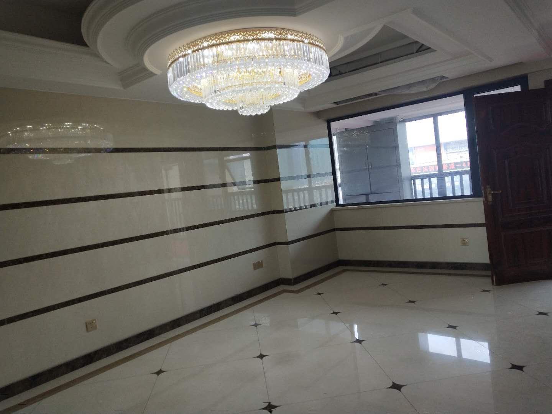 《中厦国际》售楼部统一打广告,找不到请致电,带宾王双�W区,