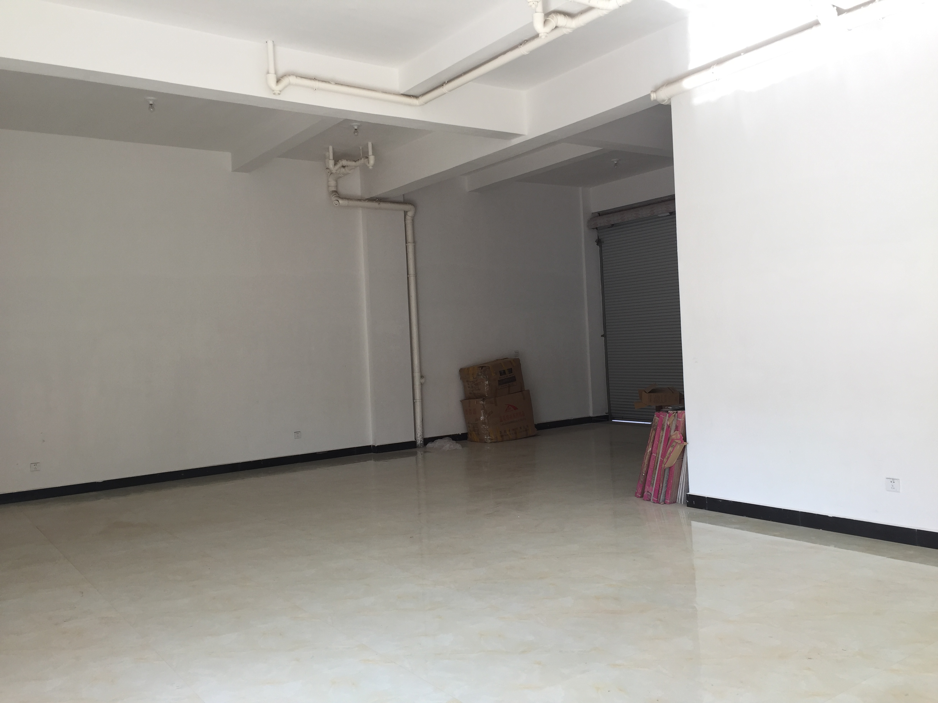 出租城北路A58号1楼店面三间(大塘下一区旁边)