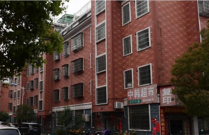 江东樊村3楼三室一厅120平,客厅大,21000/年