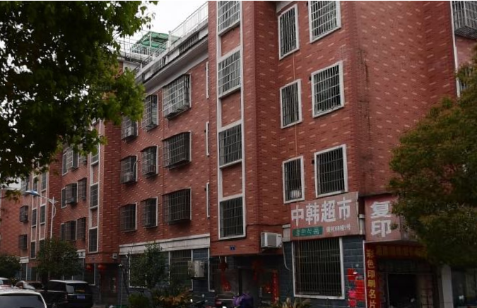 江东樊村3楼三室一厅120平,客厅大,便宜出租