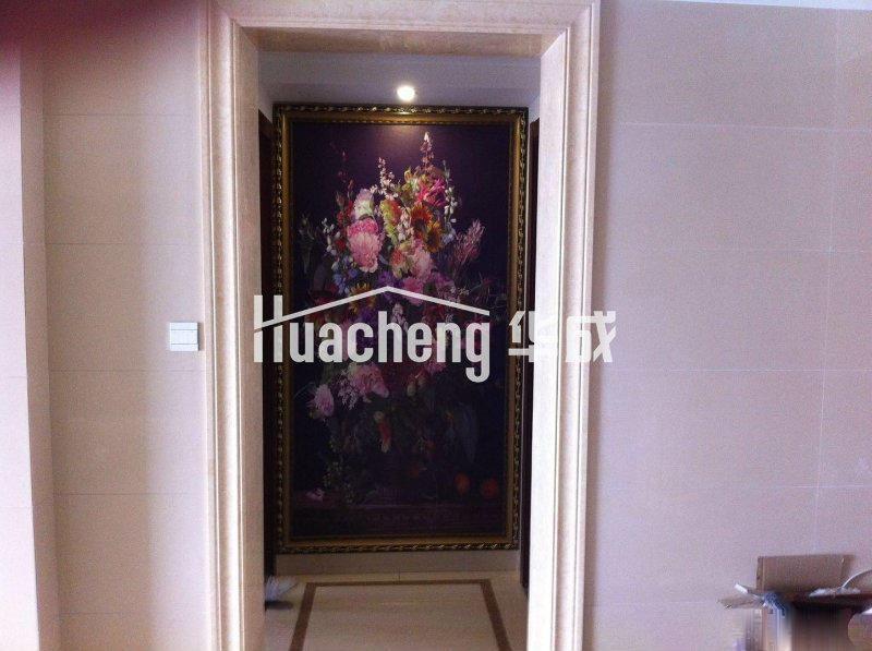房屋位于万达广场商圈,豪华装修,家电齐全,南北通通,高档住宅