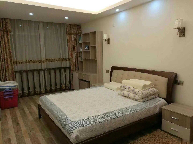 宾王小学边上住宅产权套间到小学5份钟路程价格仅售120万!