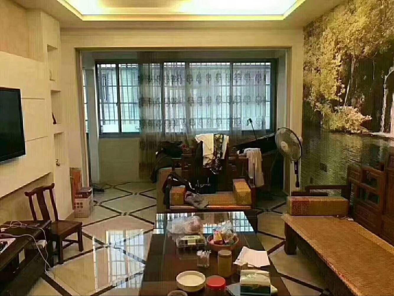 香山小区、黄金楼层精装三室户型通透、房屋结构好得房率高