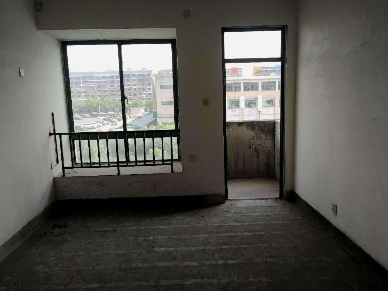 东华家园 3楼 129平 198万 带车位露台