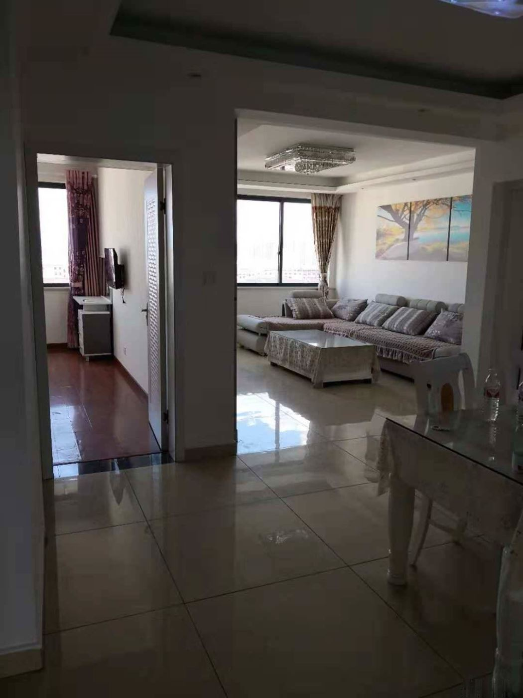 中港浅水湾,电梯10楼,豪华装修品牌家具全送,拎包入住。