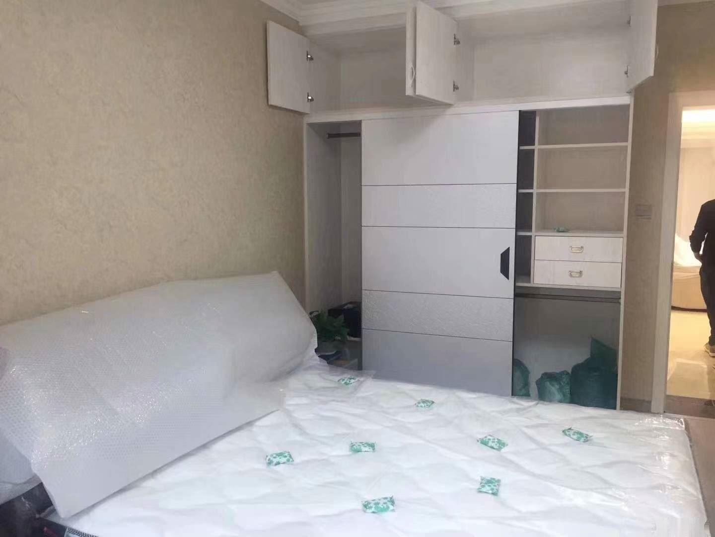 金报江景公寓四楼,豪装婚房,带32平车库