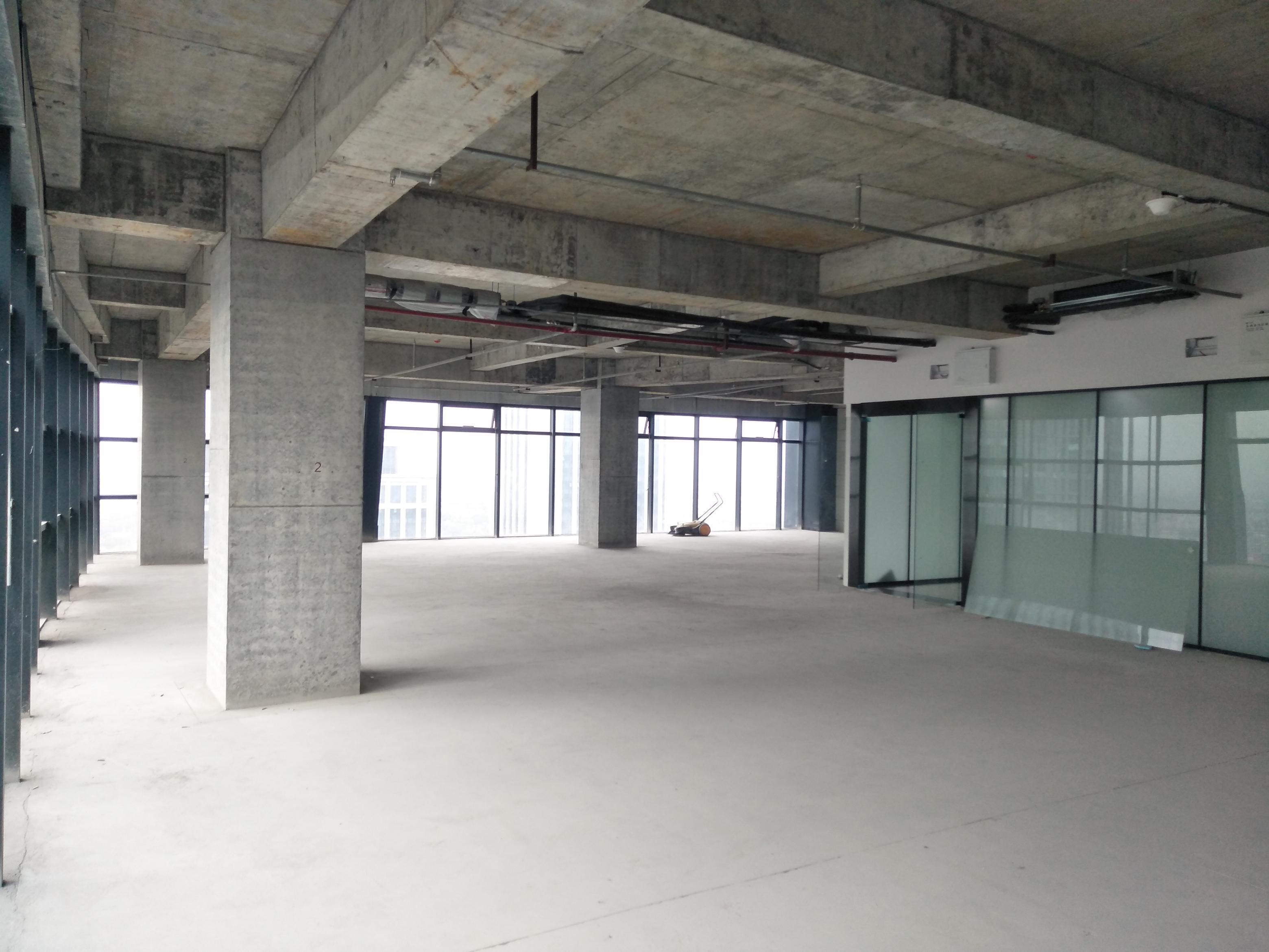 写字楼出租出售 朝北朝南都有 面积250平 高层办公室