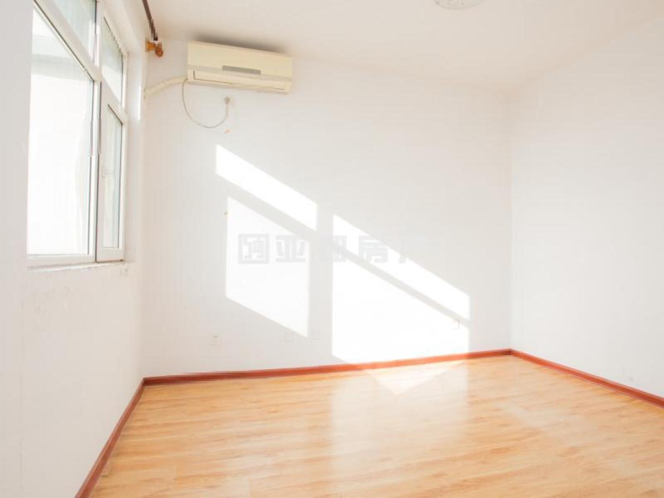成龙公寓 小面积 实验 市场新低 总价只要68万 满两年