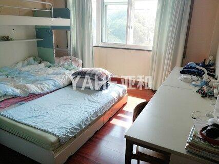 丹桂苑  四室二厅洋房  带有23.8平的车库  产证满两年