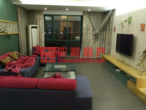 国际村 稀缺户型 104平 两室两厅 只卖190万