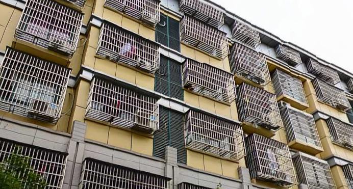 诚信二区1间6层垂直房带地下室 未出让 年租9万左右位置好