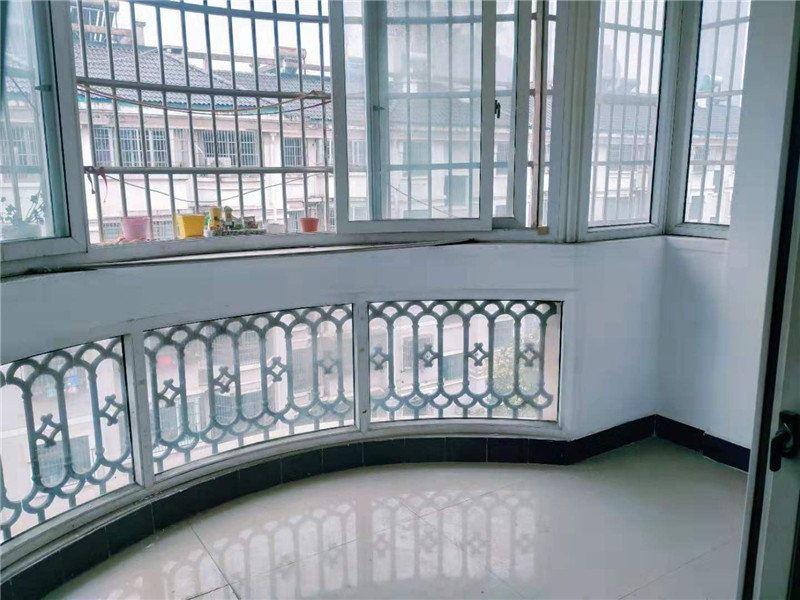 东洲四大苑,满两年 带30平储藏室,正中间位置