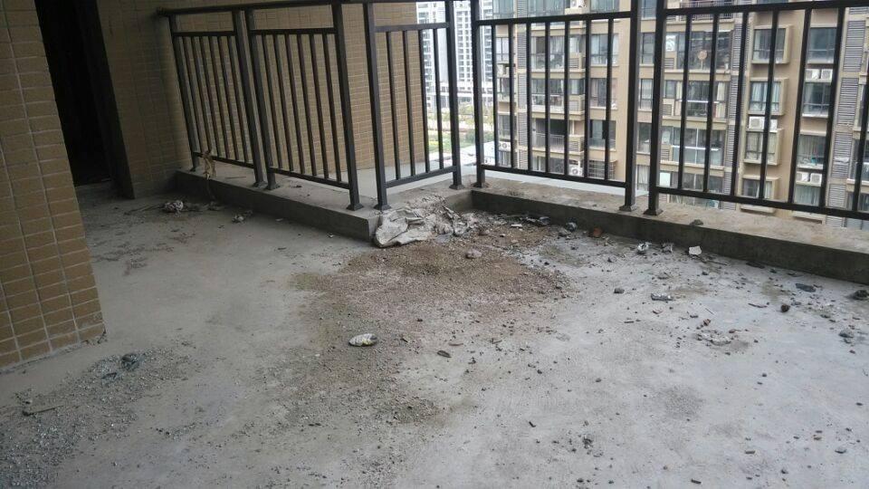 金城高尔夫楼中楼带车库 超大使用面积 毛坯房
