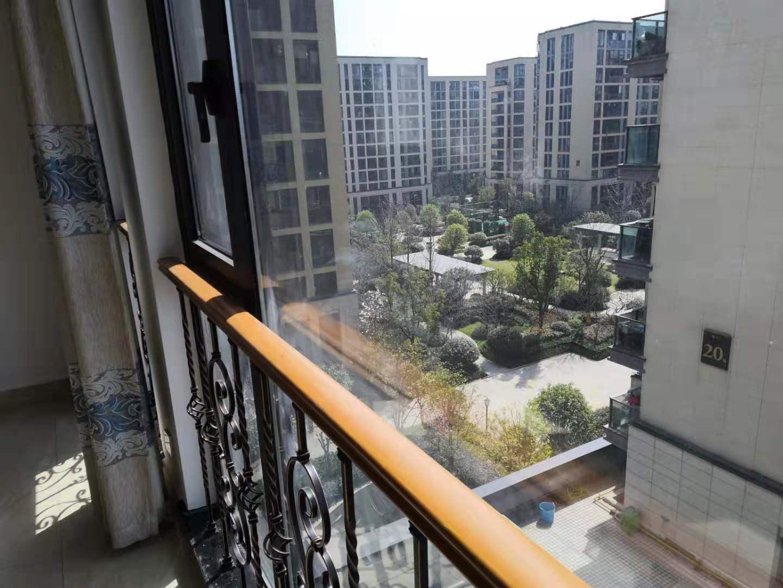 香溪裕园新装修首出租边套前后阳台