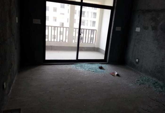 金城二期纯毛坯带车库看房有钥匙仅售205万
