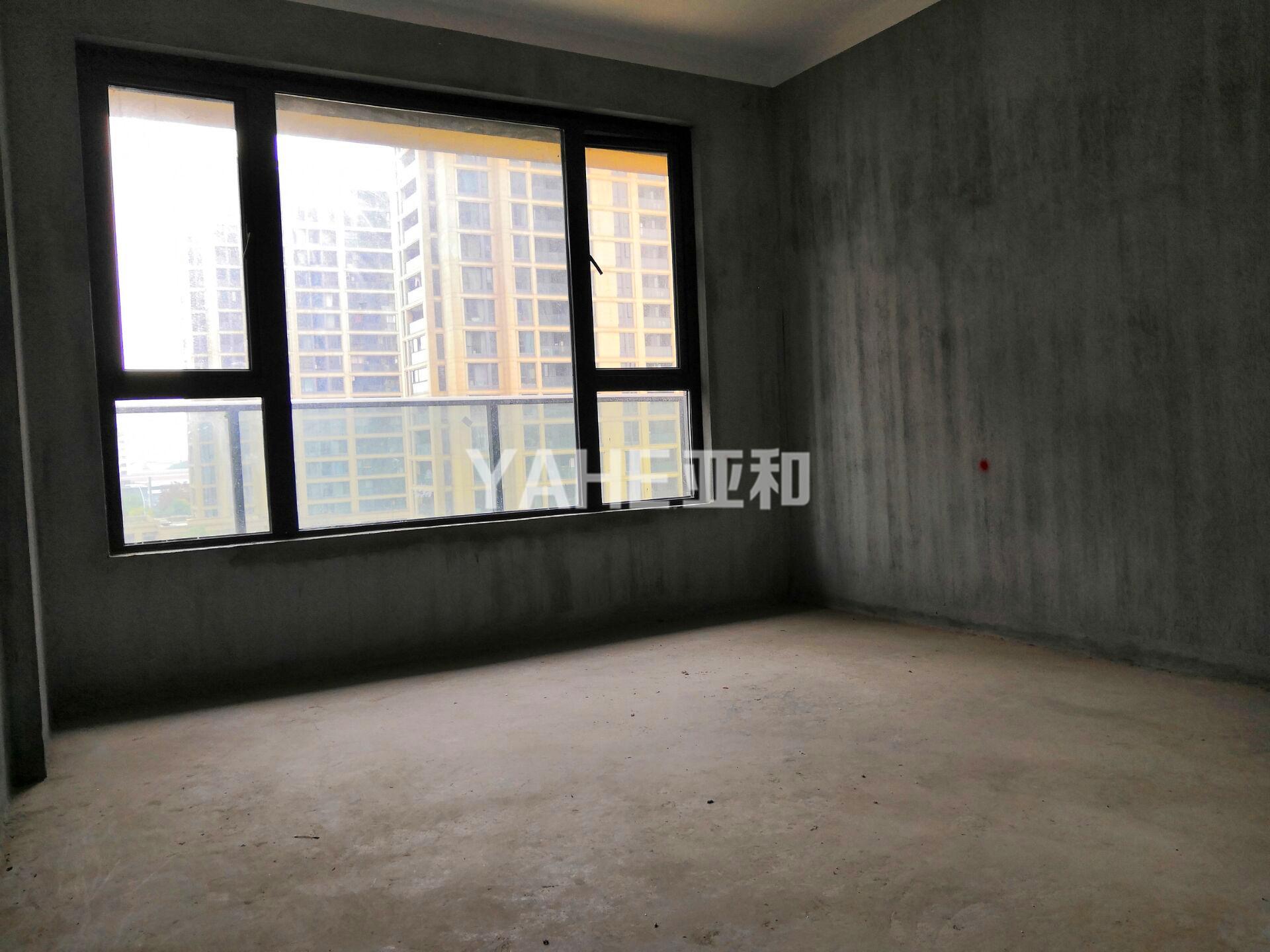 香溪裕园 三室两厅 百变毛坯 带车位 中高楼层